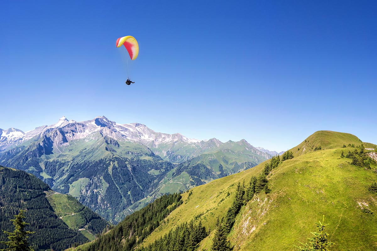 Parasailing at the Plan de Corones in the Pustertal valley