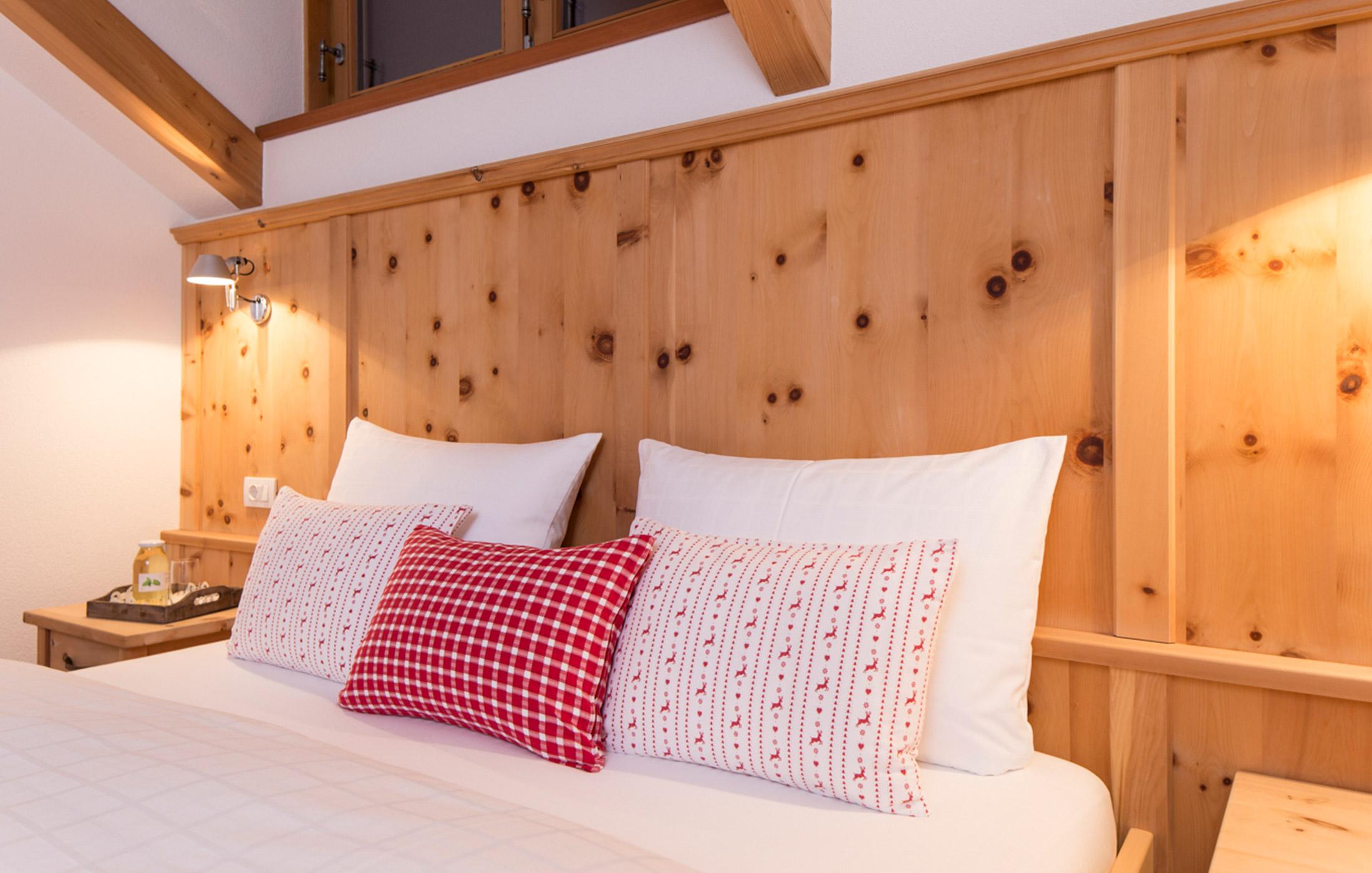 Christlrumerhof Ferienwohnung Schlafzimmer Zirbe