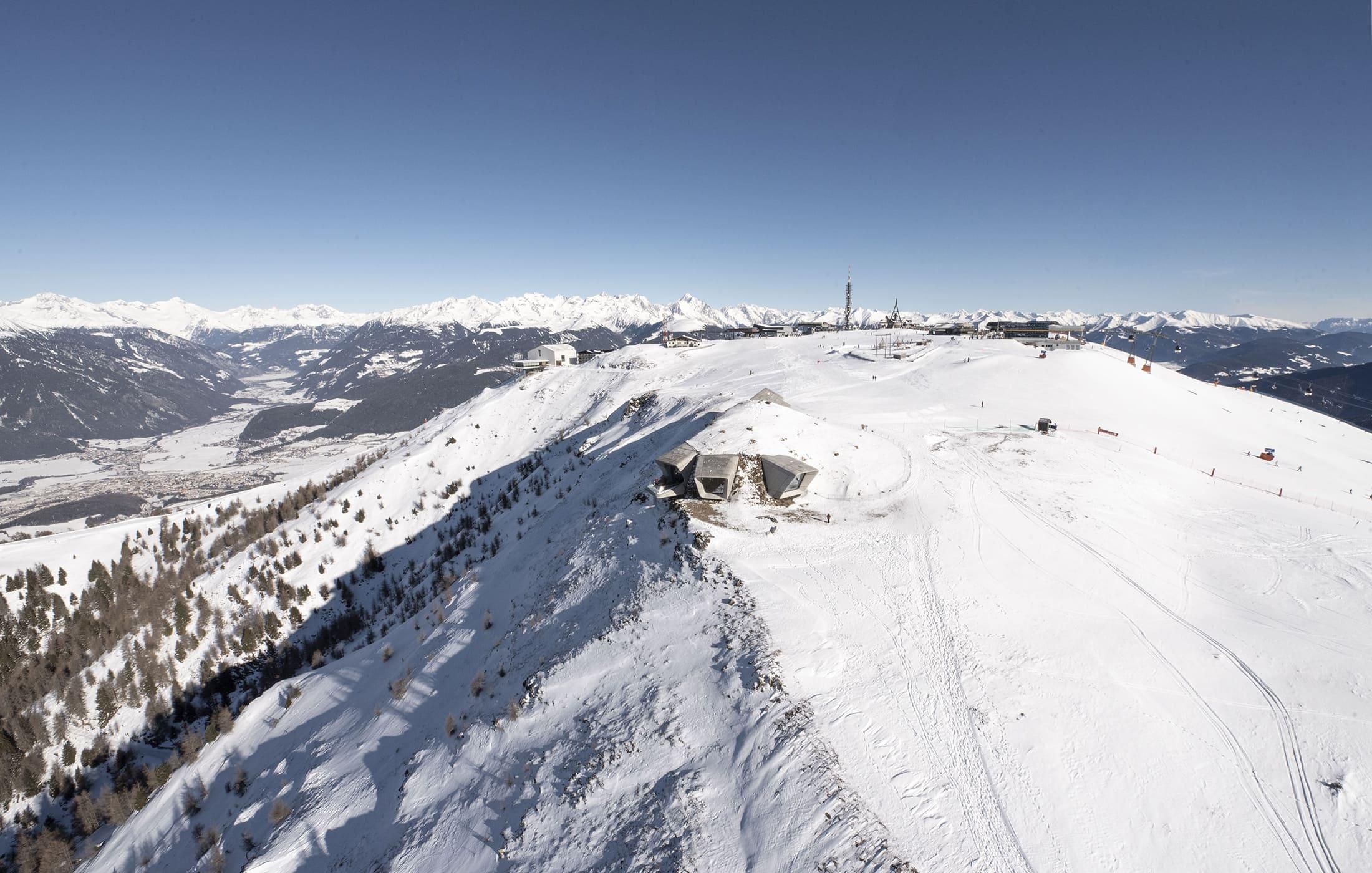 Kinder Skifahren am Kronplatz im Pustertal in Südtirol